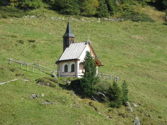 Zillertaler Höhenstraße: Chapel on mountainside