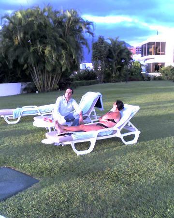 InterContinental Tamanaco Caracas: Mis amigos en el Jardin de la piscina