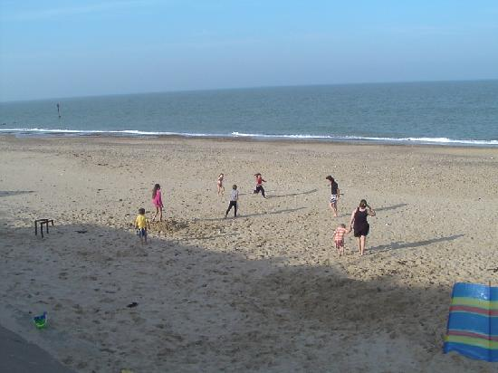 The Leas Beach Park: Beach games in front of the caravan site