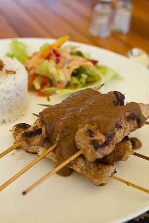 Jeeva Beloam Beach Camp: A typical meal - My main course Chicken Satay