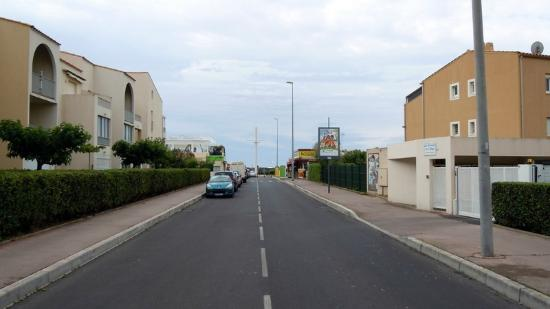 Hotel Les Grenadines: Roadway Towards the Beach