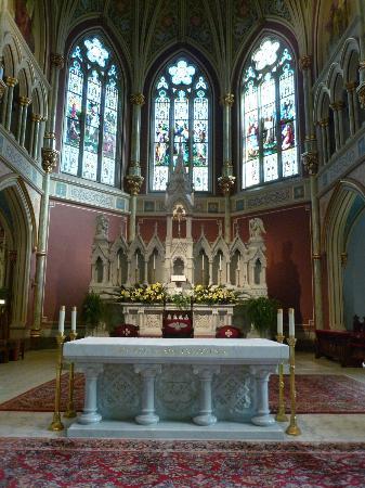 Cathédrale Saint-Jean-Baptiste : Main Altar