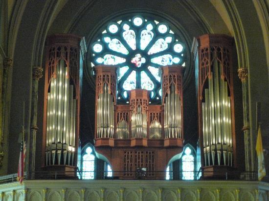 Cathédrale Saint-Jean-Baptiste : Organ Loft and Stained Glass Window