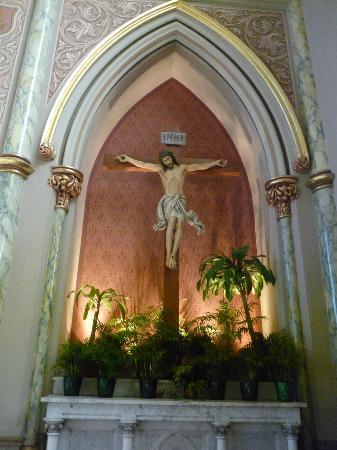 Cathédrale Saint-Jean-Baptiste : Altar
