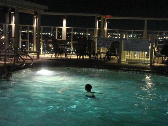 Drury Plaza Hotel Riverwalk: Roof top heated pool and jacuzzi's