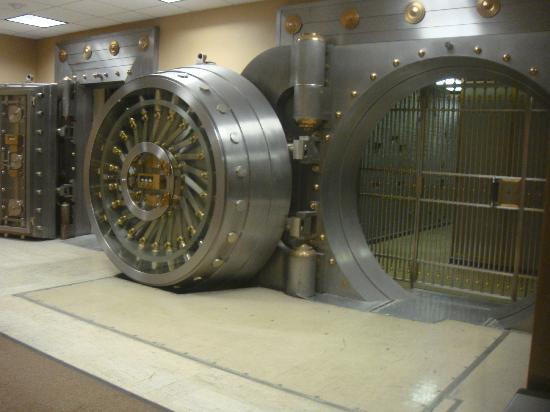 Drury Plaza Hotel San Antonio Riverwalk: Original vault from Alamo National Bank, now the hotel