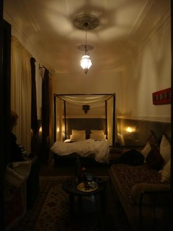 Riad le Clos des Arts: Suite Amethyste evening