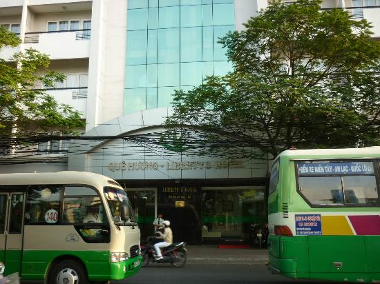 Liberty Hotel Saigon Greenview: The front view from Pham Ngu Lao street