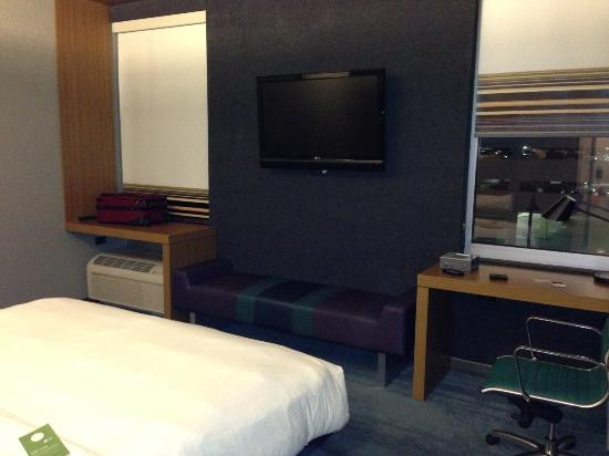 Aloft guest room picture of aloft chicago o 39 hare for Hotels in chicago under 100
