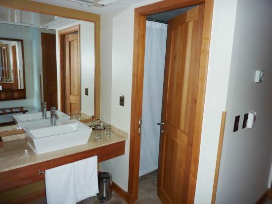 Hotel Cumbres Puerto Varas: baño