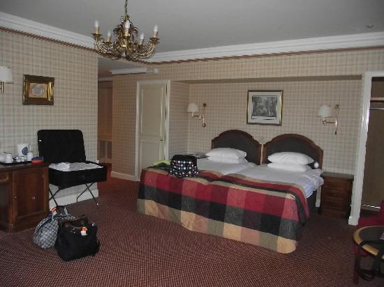 The Imperial Hotel: Bedroom