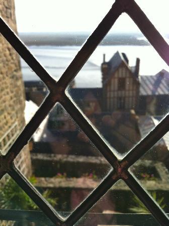 Auberge Saint-Pierre: vue de puis la fenetre à l'ancienne