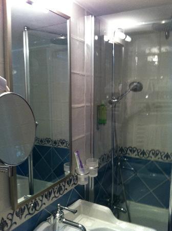 Auberge Saint-Pierre: mini salle de bains neuve