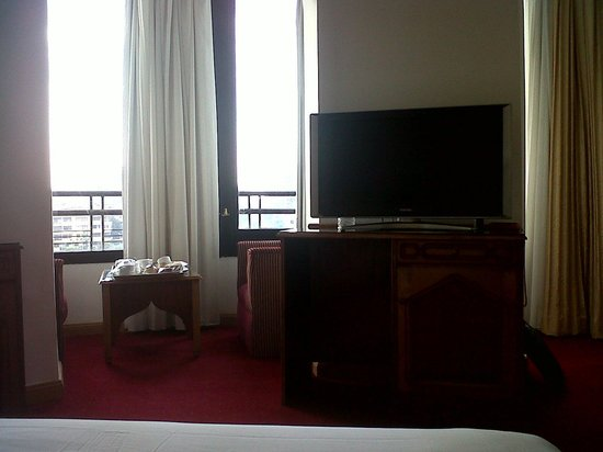 Golden Tulip Flamenco:                   neat and clean room / view