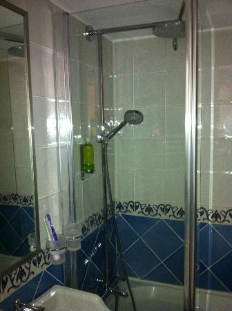 Auberge Saint-Pierre: mini salle de bain neuve