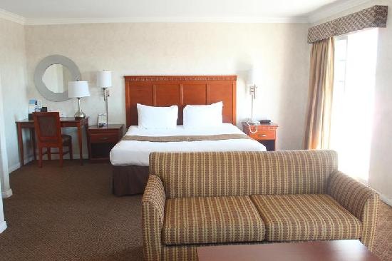 Days Inn Santa Monica/los Angeles: Deluxe King Bed with balcony