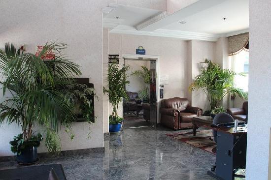 دايز إن سانتا مونيكا: Hotel Lobby with business center