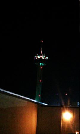 City View Inn & Suites Sunset Station : View of Tower of Americas from our window