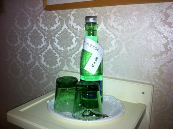 Hotel-Pension Baronesse: acqua 4,5€ 