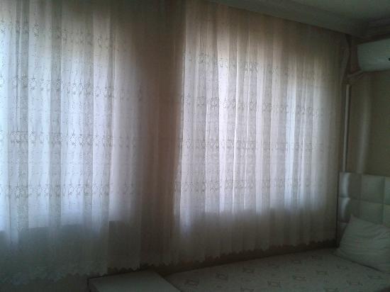 Eroglu Apart: bedroom window