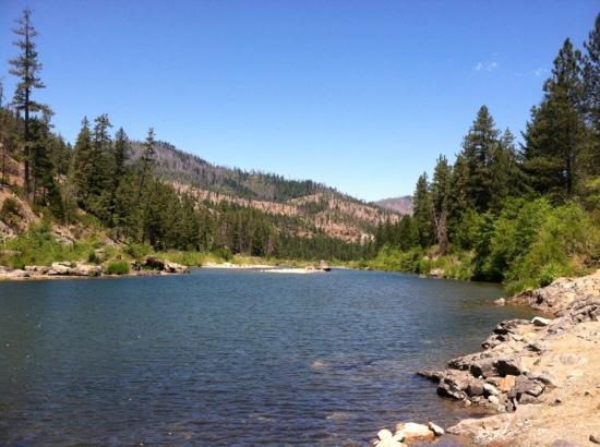 Kalmiopsis Wilderness Area: illionois river