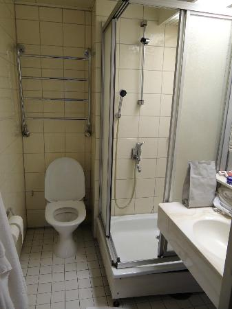 Original Sokos Hotel Presidentti: salle de bain d'un grand hotel