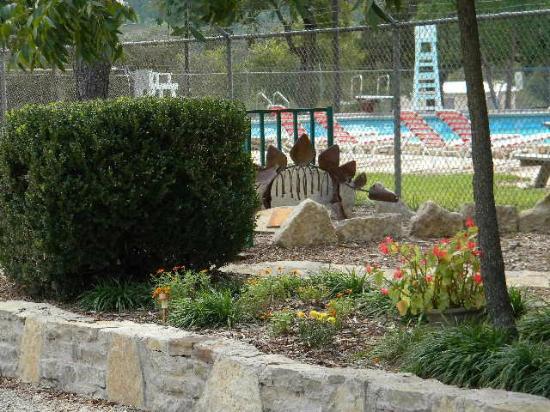 Oakdale Park: Oakdale Dinosaur & Pool