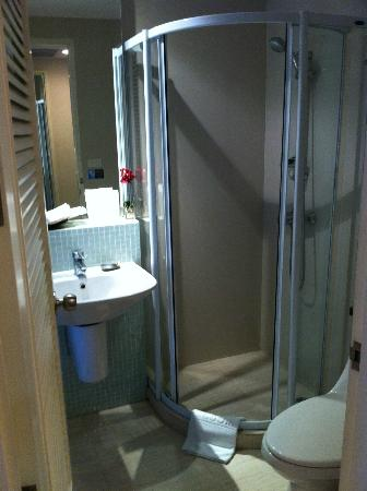 Aphrodite Inn Bangkok: restroom