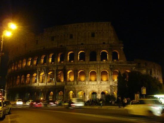 colis e rome de nuit picture of colosseum rome. Black Bedroom Furniture Sets. Home Design Ideas
