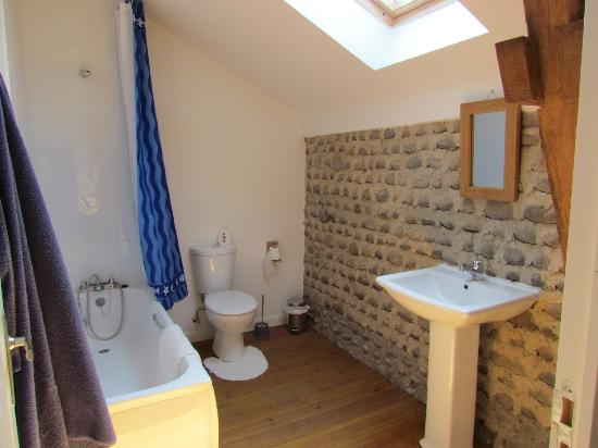 Le Mouneu: En-suite bathroom