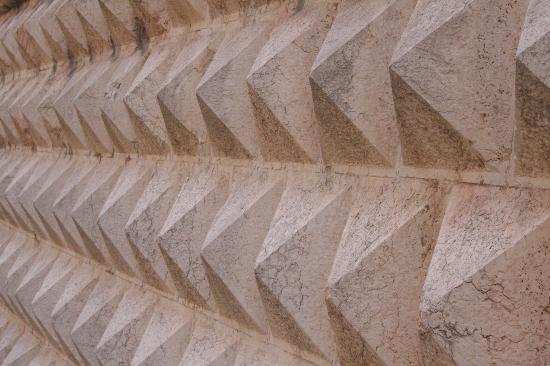 Palazzo dei Diamanti: diamanti close-up