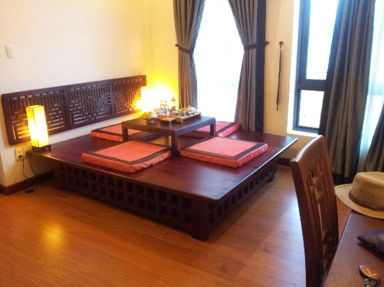 Nam Bo Boutique Hotel: The Japanese Style Table In The Living Room