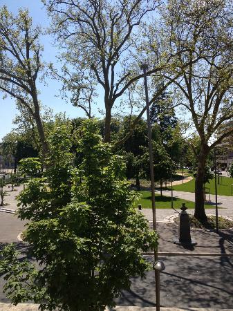Couleurs Sud : Vue du balcon sur le parc