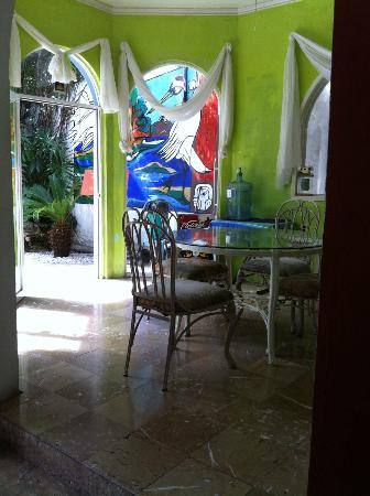 Hostel Quetzal : Indoor option for dining if you don't want to sit in the garden