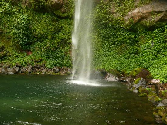 Camiguin Island : i love waterfalls this one is awesome