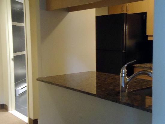 هوتل بورت رويال: full kitchen comes with a dishwasher 