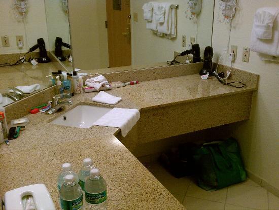 Comfort Inn: King Suite Bathroom area - nice counter space!
