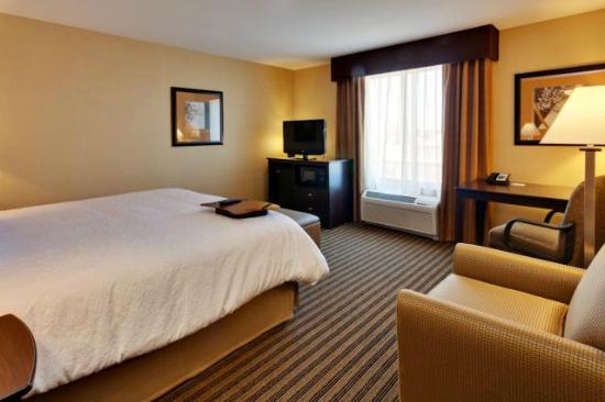 Hampton Inn & Suites Fresno-Northwest : One King Suite for your comfort and convenience.