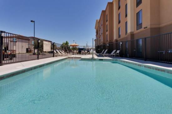 Hampton Inn & Suites Fresno-Northwest: Relax at the outdoor pool of our Hampton Inn and Suites hotel in Fresno.