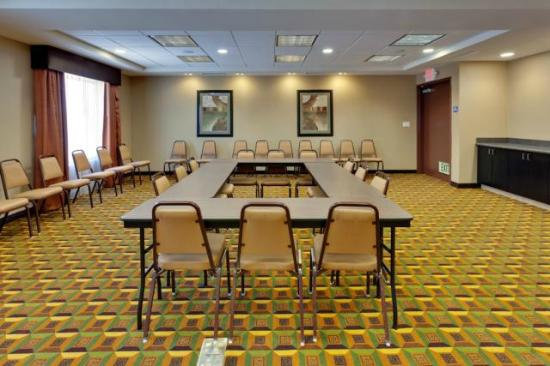 Hampton Inn & Suites Fresno-Northwest: Host a business meeting or social event at the flexible meeting space of our Fresno hotel.