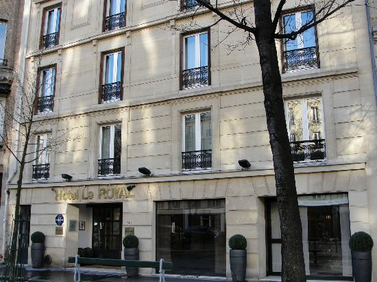 Hotel Le Royal: Front of Hotel