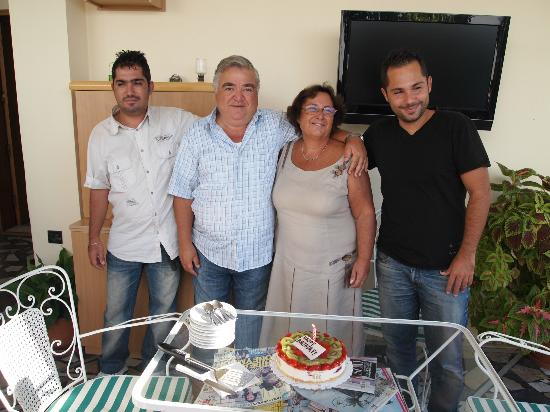Hotel Sonia: Feier zu Sonias Geburtstag