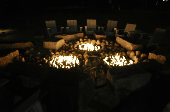 Harbor Hotel Provincetown: Firepit outside