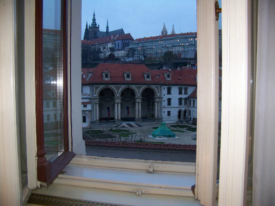 Luxury Family Hotel Royal Palace: View of the castle from our room