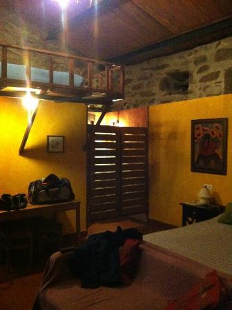 Caserio da Castineira: Este es el apartamento, detras del las pueras de vaiven esta el baño y la subida a la cama super