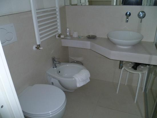 Il bagno picture of hotel principe rimini tripadvisor for Bagno 90 rimini