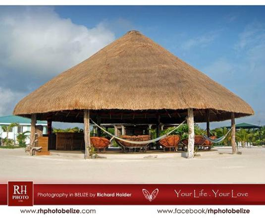 Royal Palm Island Resort: dancing floor under palapa