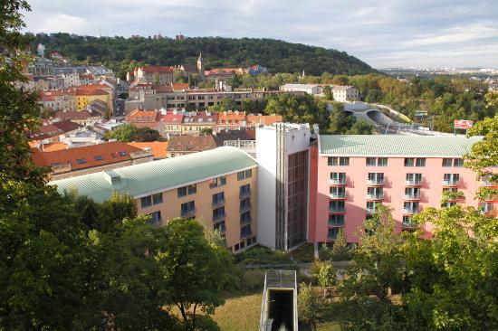 NH Prague City: Vue de l'hôtel depuis le téléphérique
