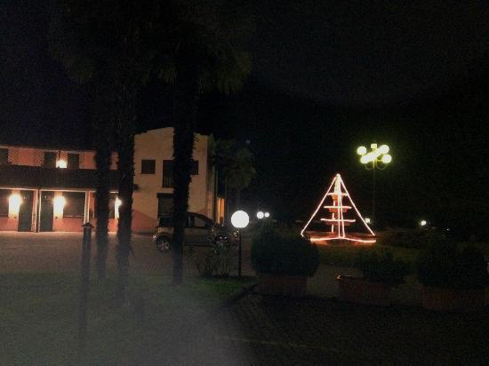 Hotel Moonlight : Cortile e fontana