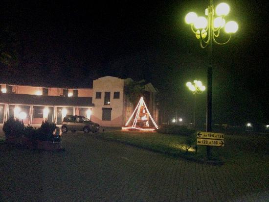 Hotel Moonlight : Cortile notturno